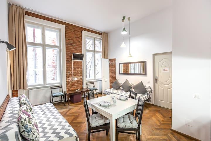 Lovely Apartment close to Piata Sfatului