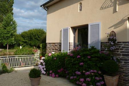 Chambre dans maison 5 mn Parc Expo/Aéroport Rennes - Noyal-Châtillon-sur-Seiche - House