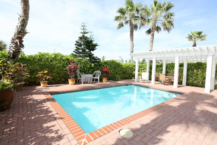 Summer All Year Round at Endless Summer - Private pool