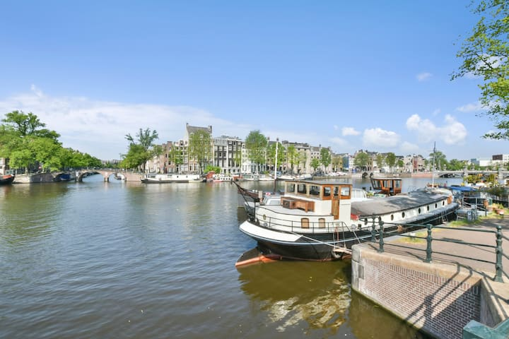 Exclusive: The Hermitage Houseboat, City Center