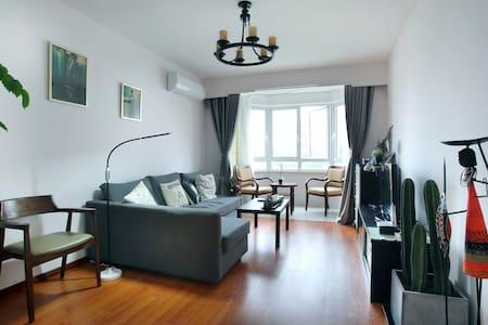 Downtown 70㎡ 2br apartment by Jingan Temple. METRO - Şangay - Daire