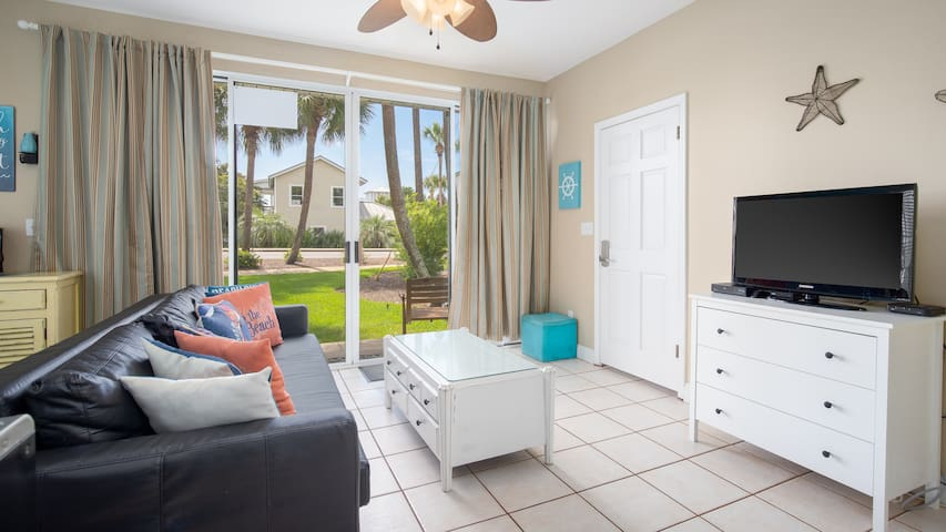20% OFF for 2019! Couples Retreat! Walk to the Beach - Relax on the Porch!