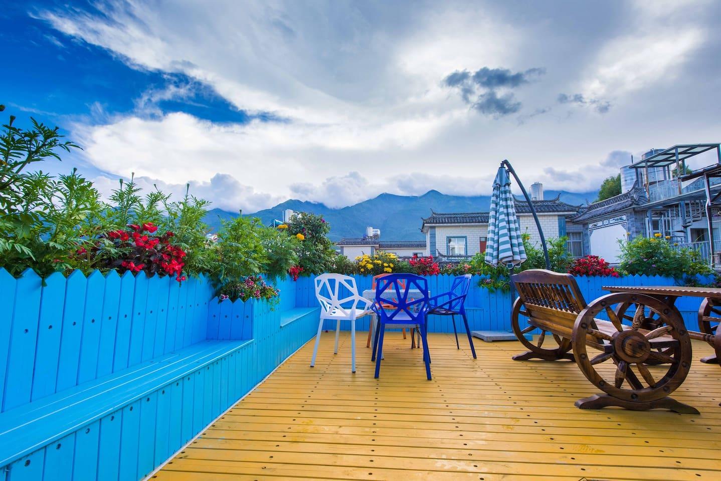楼顶小花园,可以休憩,直接可看到苍山
