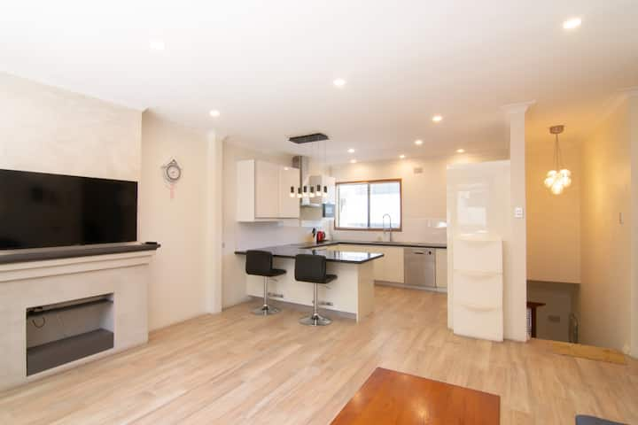 Spacious 2BD Flat in Willoughby