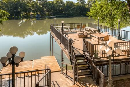 'Guadalupe River Lodge' – 7BR Waterfront Home - Seguin