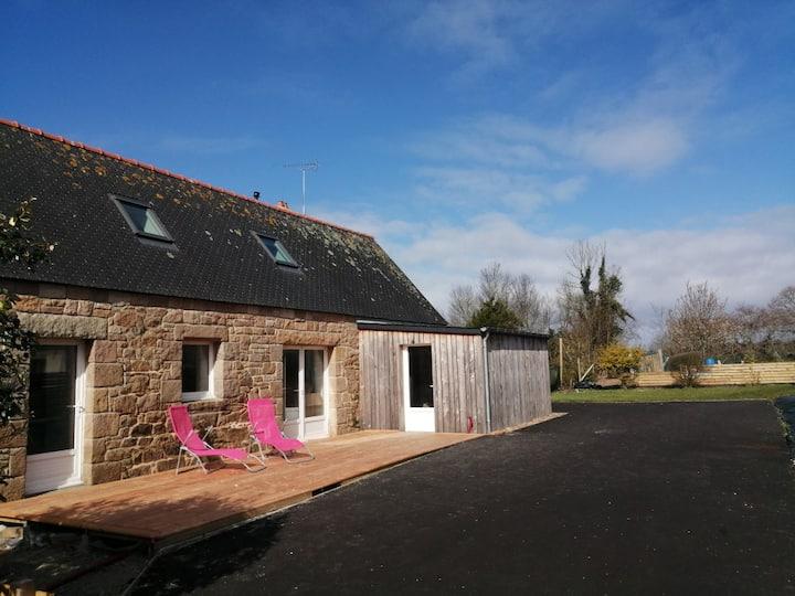 Maison bretonne rénovée 4 pers à Pleumeur-Bodou