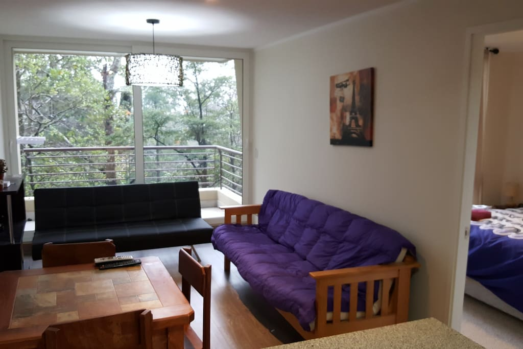 Sala con una terraza agradable con vista a un entorno natural privilegiado