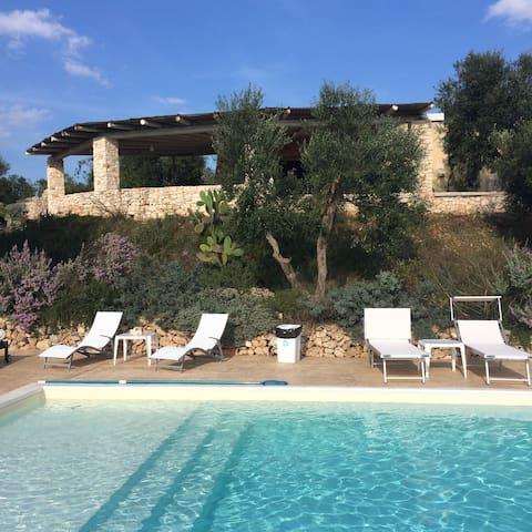 villa  con piscina  vista mare con dependance - Salve - Villa