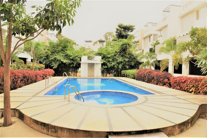 Rooms Available In Villa With Pool and Gym