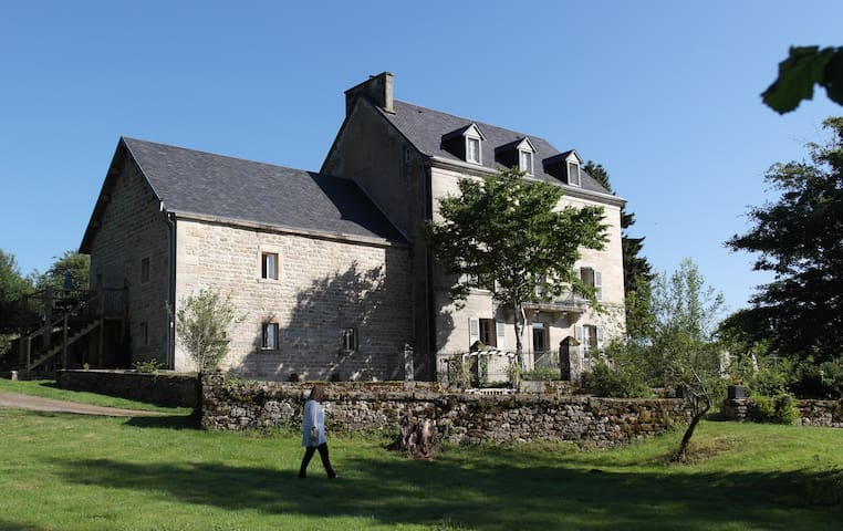 Chez Jallot - L'Etable Gite - Vidaillat - Bungalo