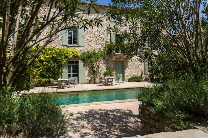 Le Mas de la Chapelle - Suite parentale Curieuse - Sainte-Anastasie - Aubarne - Bed & Breakfast