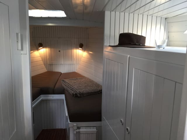Flot og rummelig husbåd i Sydlige København - Hvidovre