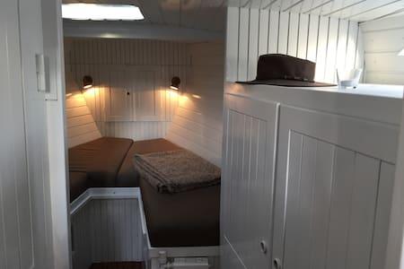 Flot og rummelig husbåd i Sydlige København - Hvidovre - Łódź