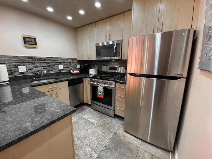 Best deal on Main Street!  Clean and comfy affordable getaway in the heart of Park City.  Walk to Town Lift, shops, and dining.  Don't miss this opportunity!
