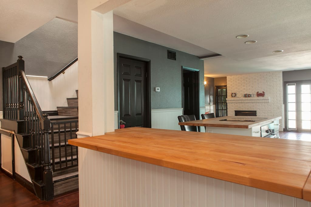 Entry way/Kitchen Great for entertaining