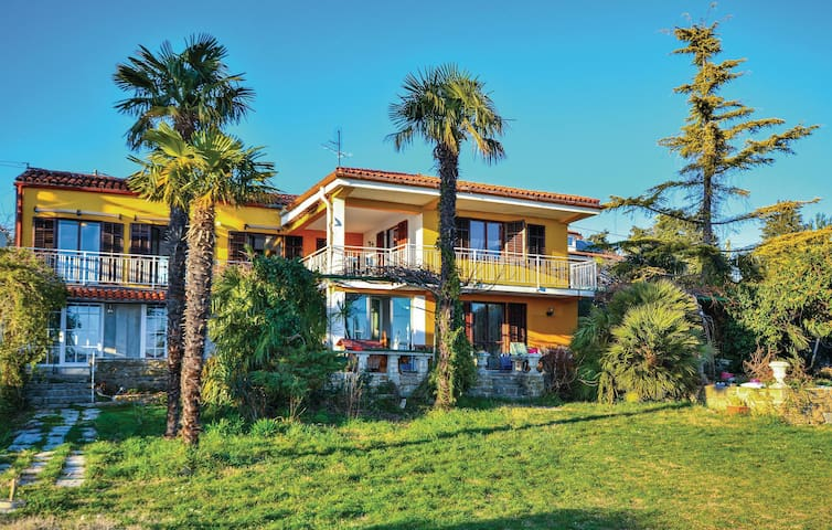Holiday apartment with 5 bedrooms on 136 m²