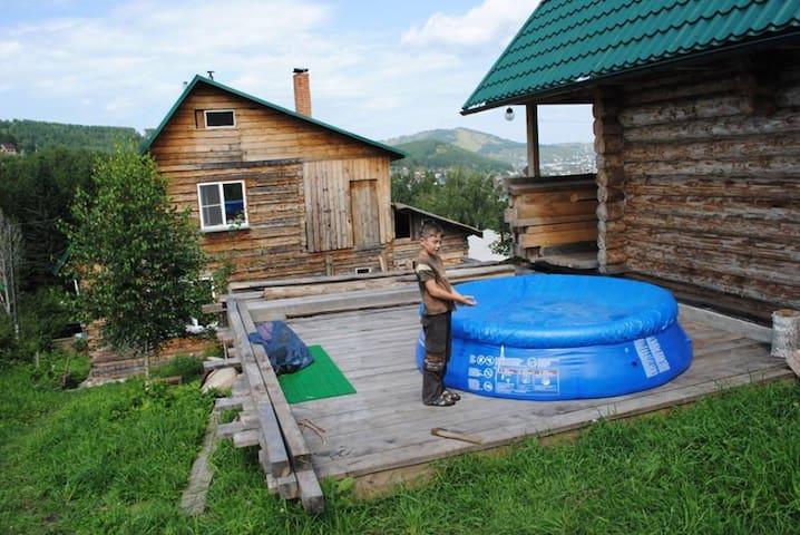 Комната в доме с камином и баней рядом с лесом