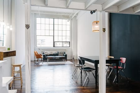 Unique artist loft downtown in historic building - Toronto