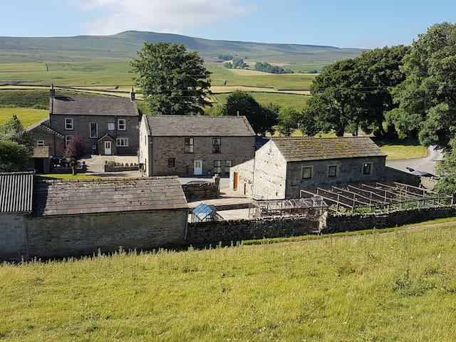 Owl Barn between Askrigg and Hawes in Wensleydale