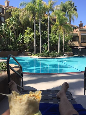 Apartment with Pool, Hot Tubs, Great Location! - Costa Mesa - Apartamento