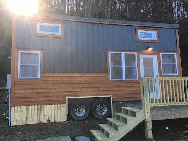 River view and close to Boone, Tiny 2 is ready 4 U