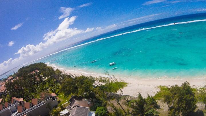 Exceptional beach front ocean view villa. (9)