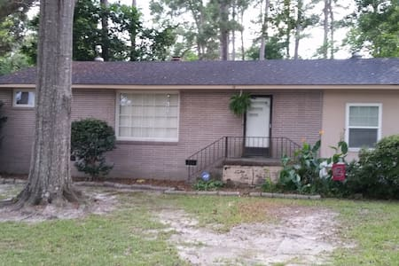 Great Comfortable house Near Fort Jackson