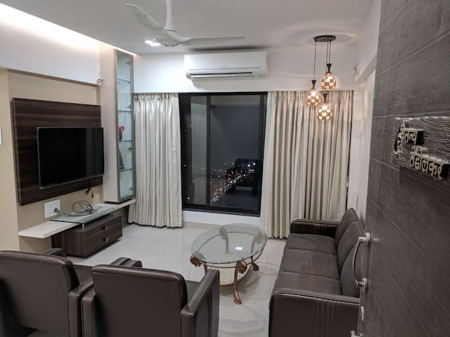 2 BHK Luxurious Apartment near BKC & Consulates