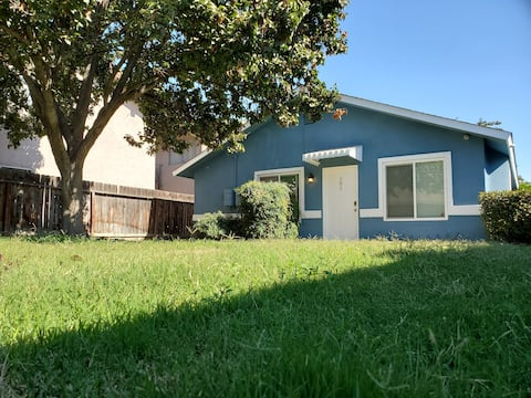 Spacious Oasis in Clovis 4Bedrooms Newly Furnished