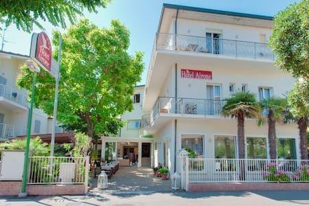 HOTEL AIRONE hotel del cuore - Червиа