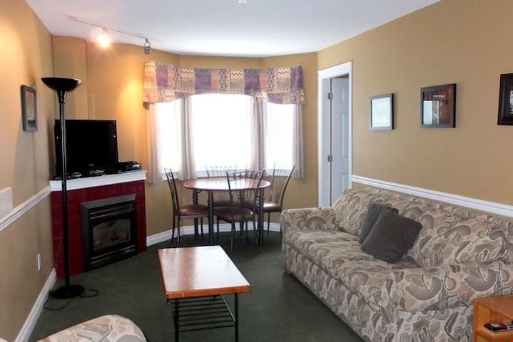 Slopeside 3rd Floor 1 BR Condo with Alcove + Deck