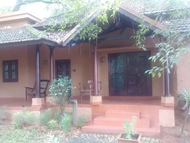 Riverside Luxury Family Cottage - Kottayam - Casa