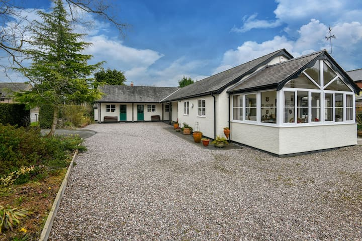 Scenic Holiday Home in Lydbury with Garden