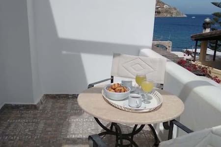 Vromolithos Apartments maisonette by the sea