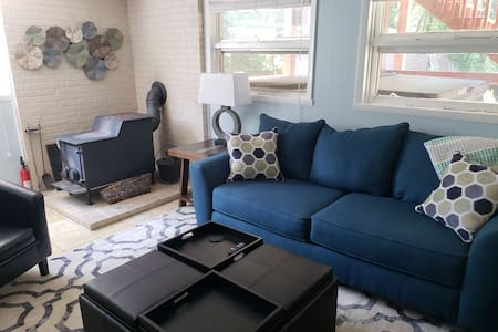 Private Duplex close to LU, shopping, and airport!
