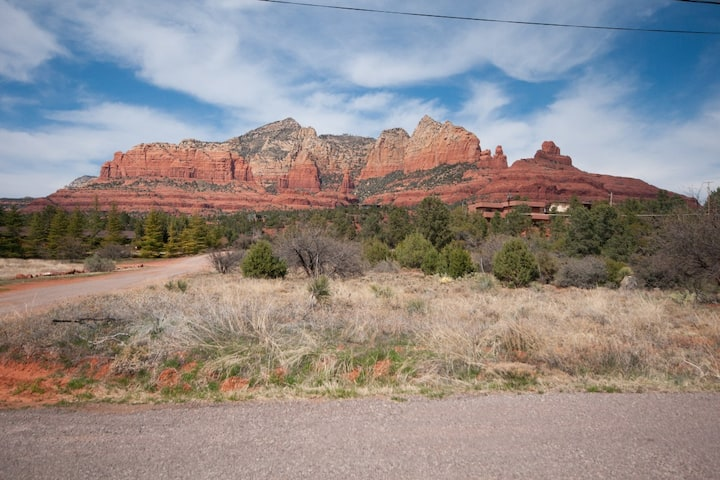 Ranch Style home with a guest cottage located in Uptown Sedona! WILSON - S022