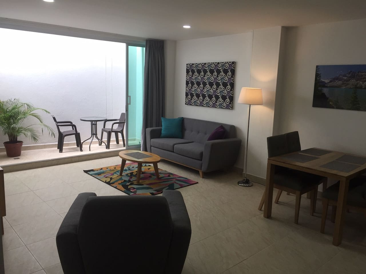 New 2BD/2BA Apt 85m2/915 sq ft with small private terrace + 25 mb fiber-optic wifi