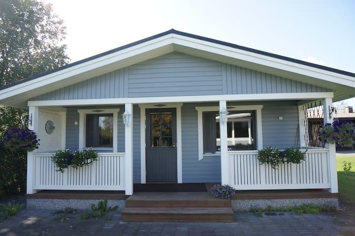 Pihamökki / Gårdsstuga / Cottage