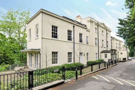 Luxurious Garden Apartment in Clifton Village - Bristol