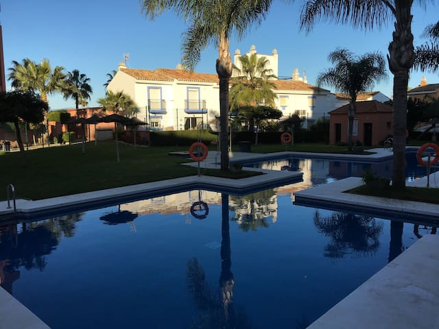 Greatly situated apartment close to the sea - Sabinillas Manilva, Malaga - Departamento