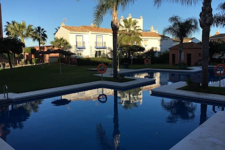 Greatly situated apartment close to the sea - San Luis de Sabinillas - Appartement