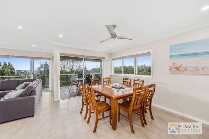 Oceanview Beach Front - 4 Bedroom Beach House - Arrawarra Headland - Huis