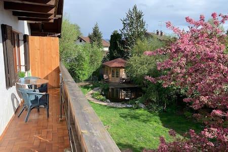Helle Ferienwohnung mit großem Balkon