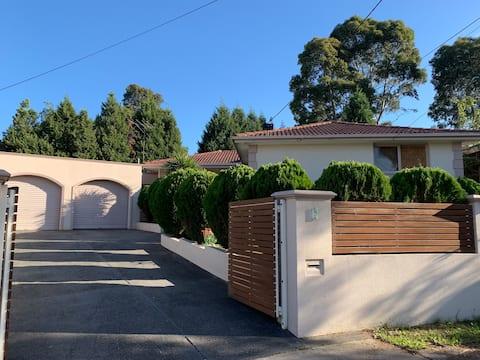 Green Grove Villa:Cosy Family Home W/3BR Free WiFi