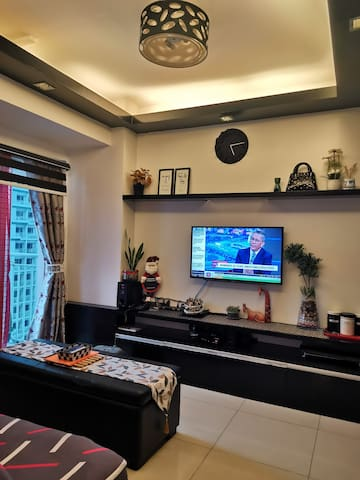 Living area equipped with Smart TV set with sound system, cable and with YouTube and NETFLIX access