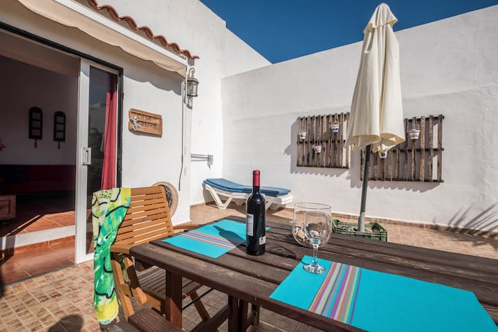 """Cosy and Quietly Situated Holiday Home """"Casa Sabina"""" in Alcalá with Terrace, Sea Access, Garden and Wi-Fi; Pets Allowed, Parking Available"""