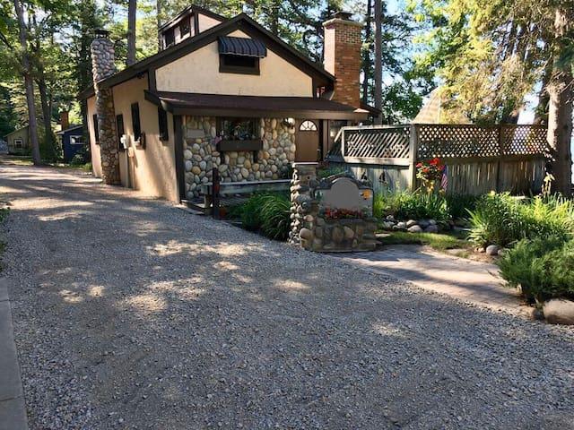 Kingsley Beach Cottage on Burt Lake