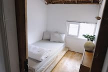 Di House, Attic Cottage, 1 single bed room A1