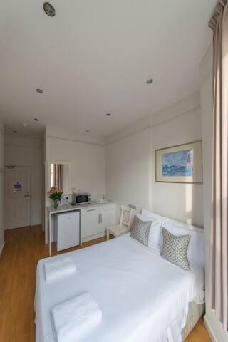 West Kensington ensuite room