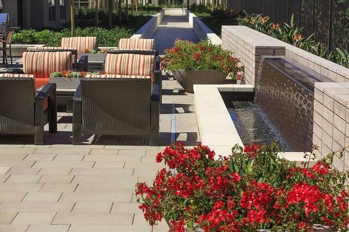 2 bedrooms Modern Resort style - Irvine